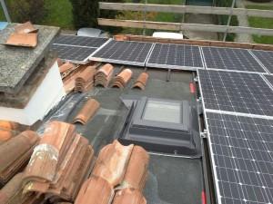 rifacimento-tetto-lucernario-velux-e-pannelli-fotovoltaici-su-copertura-tetto-in-coppi